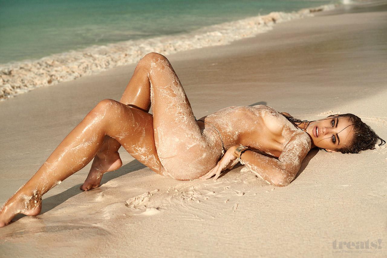 Mit kell tenni, ha merevedés van egy meztelen tengerparton,
