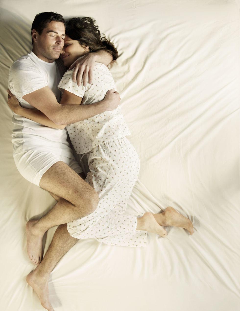 Alvópózok amik mindent elmondanak a párkapcsolatodról 9
