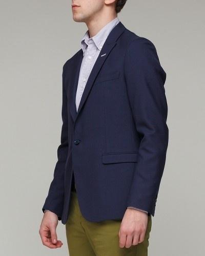 a44ec3c42f A duplán hajtott hátú öltönyök modern és divatos megjelenést biztosítanak