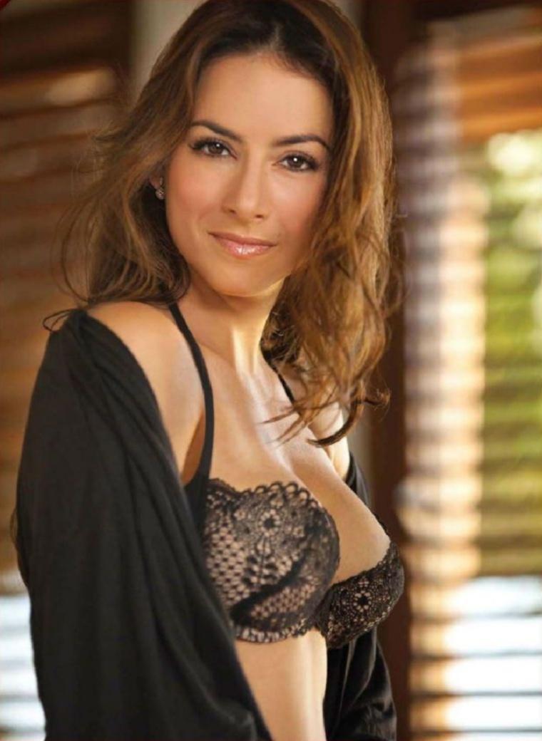 Claudia Lizaldi Nude Photos 99