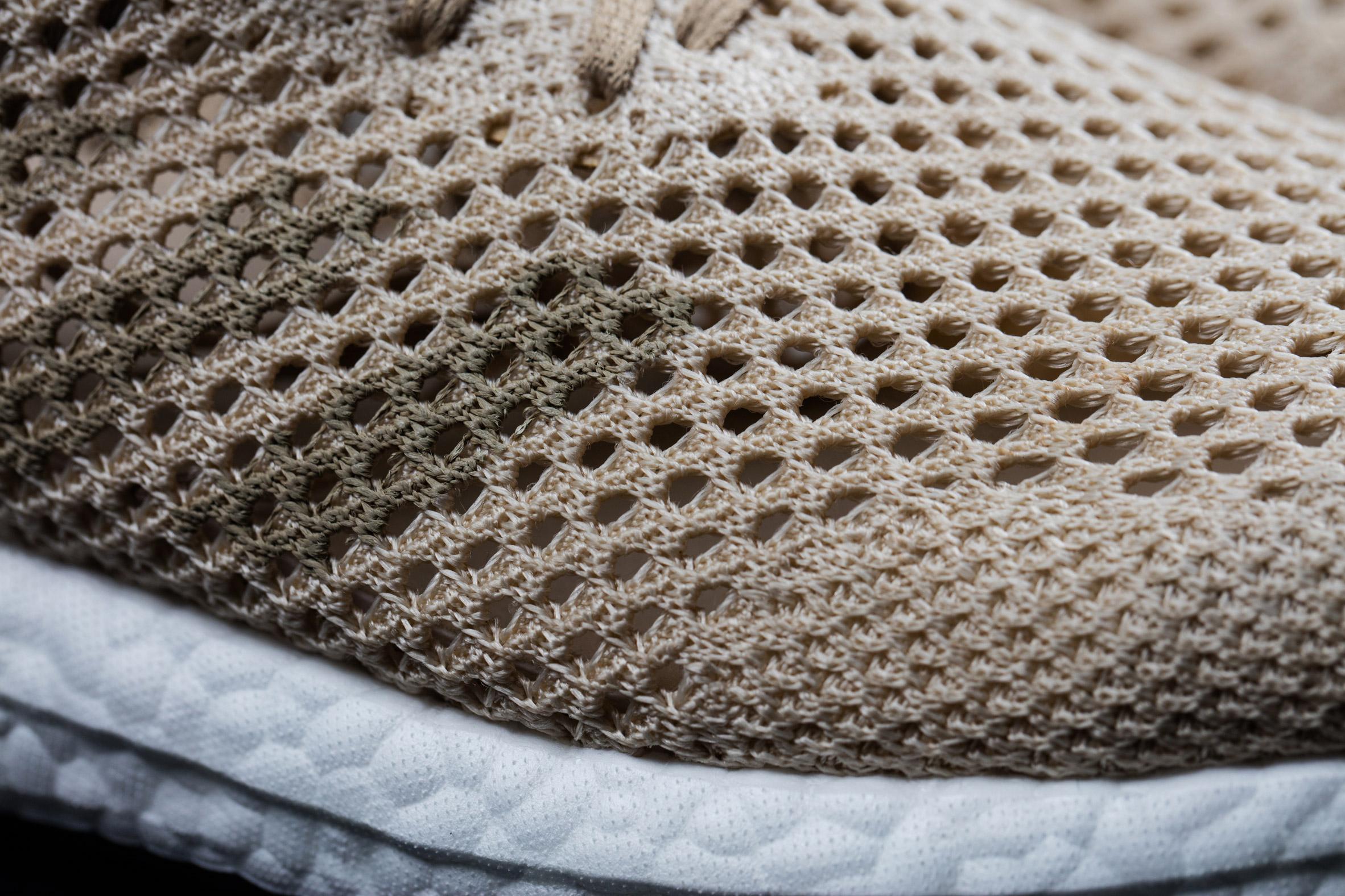 edb5d92bb3 Apropó, lebomlás: a cipő proteáz emésztőenzimet tartalmazó vízben teljesen  természetesen 36 óra alatt lebomlik (nyugi, esőtől vagy sima víztől nem fog  ...