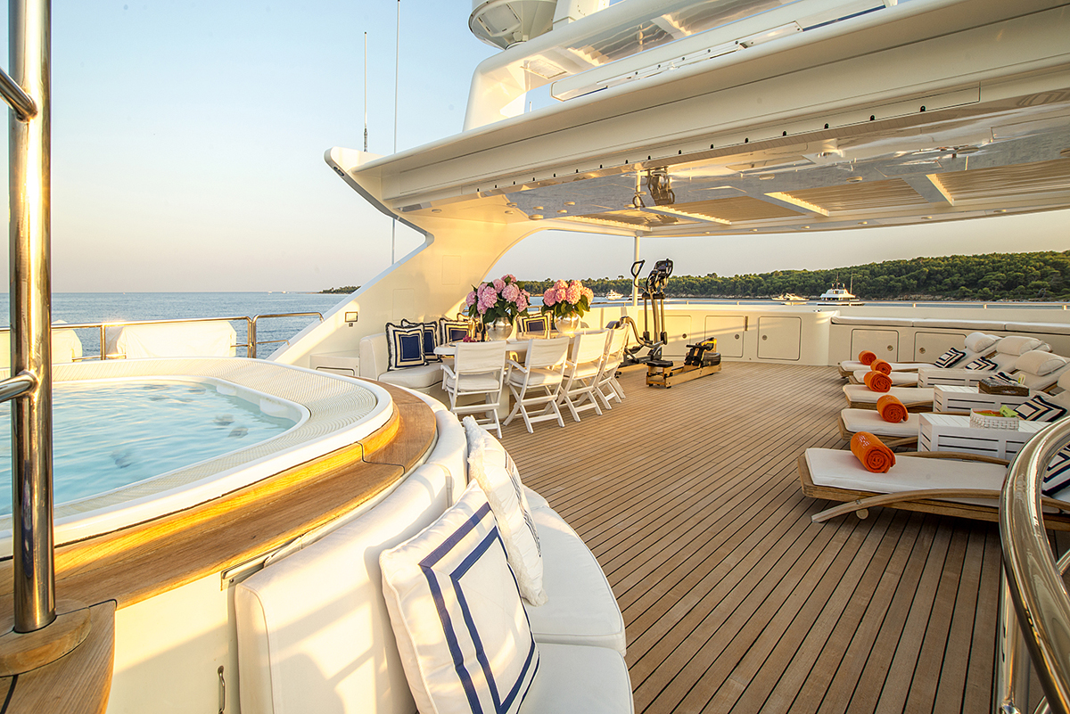 luxury, yacht, billionaire, jacuzzi, highlife, luxurious, ocean, sunshine, party, mischief