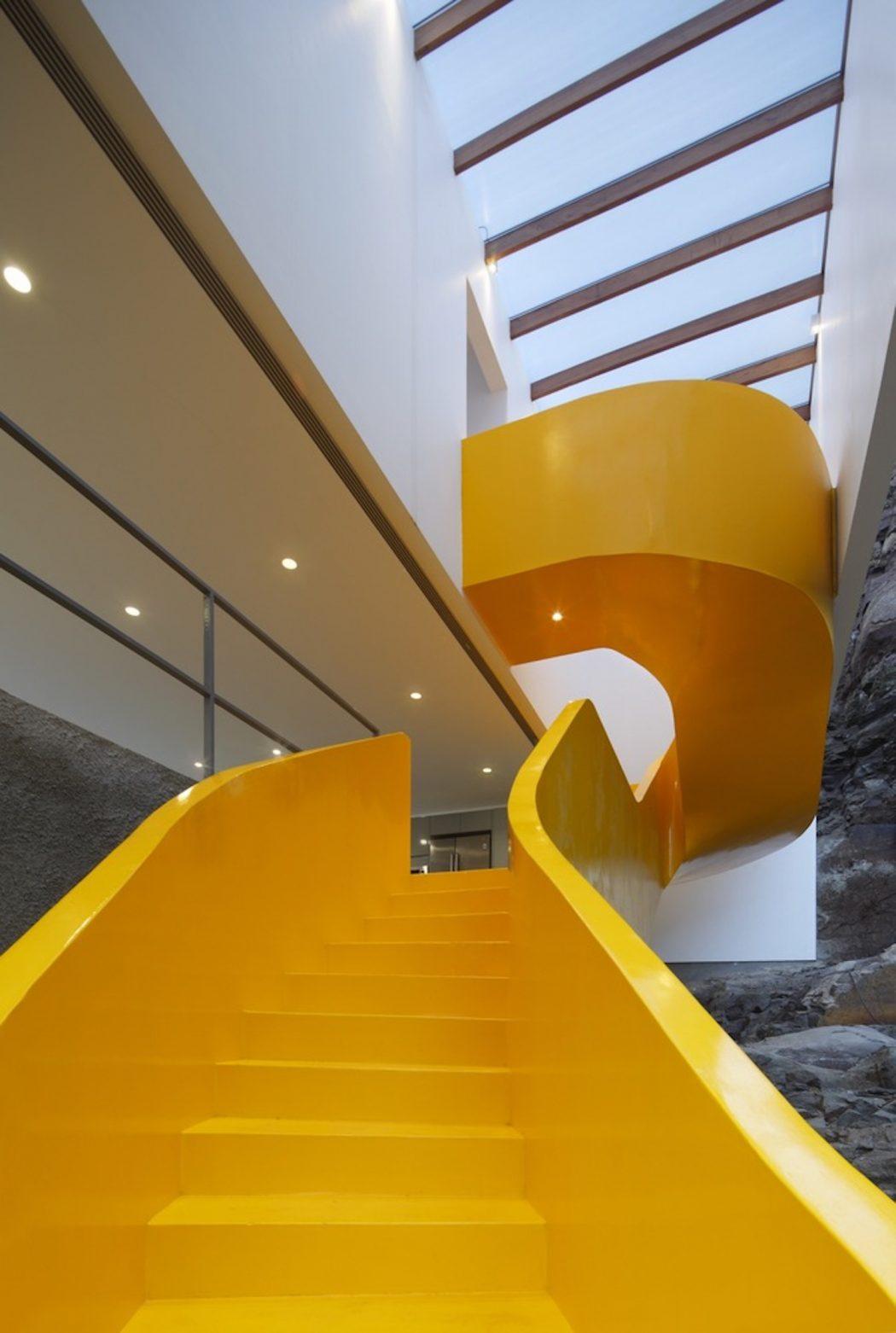 Elképesztően elüt mindentől ez a sárga lépcső, de ez a csodás ...