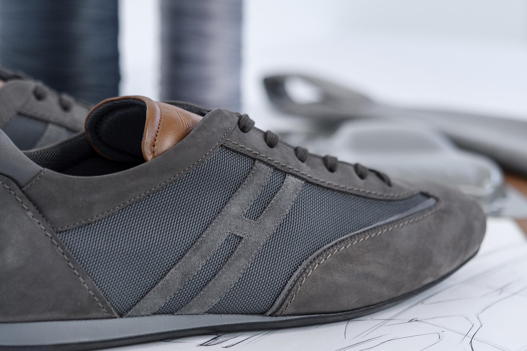 19006a2ff8 Elsőre átlagos sportcipőnek tűnik, amit a Hogan készített, de jobban  megnézve a részleteket feltűnhet, hogy ez bizony egy Aston Martin-cipő.