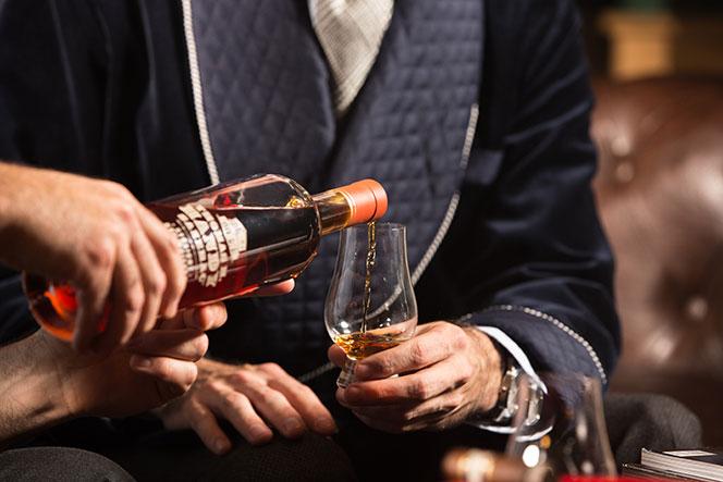 Ha szeretsz utazni és bírod a whiskyt, ez lehet álmaid állása