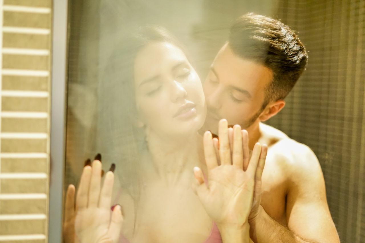szex a zuhanyzóban anya fia szopás képek