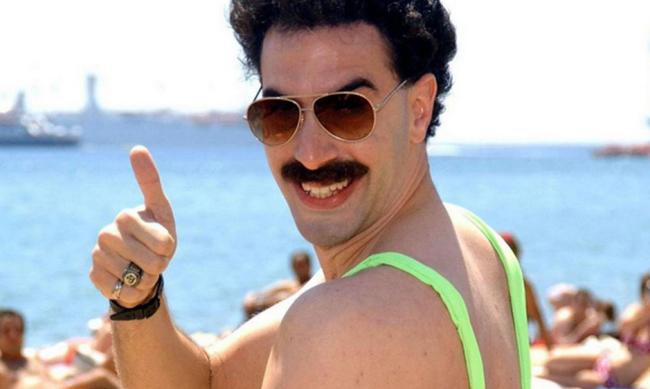 A Borat sztárja nagylelkű ajánlatot tett a mankiniviselésért letartóztatott  turistáknak  aa2a714b51