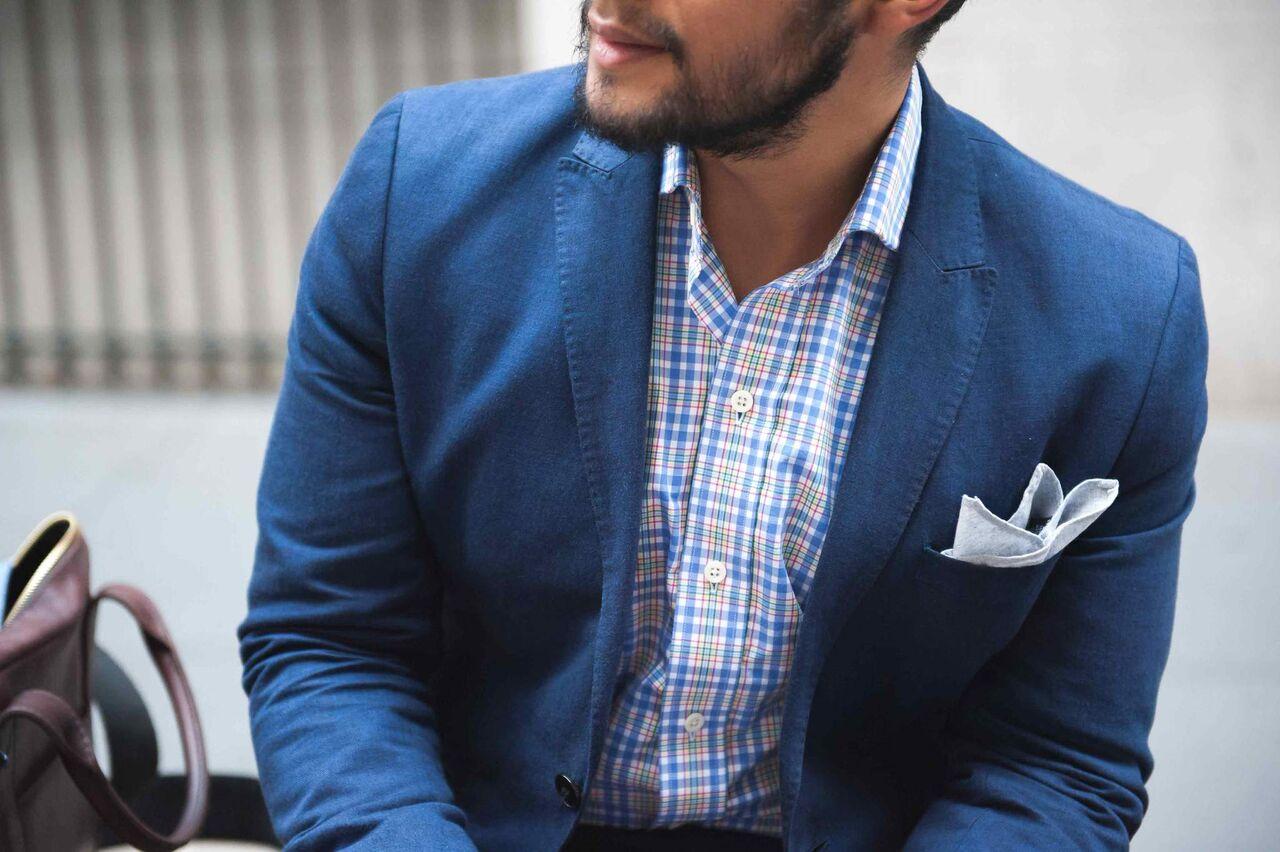 2ed284919200 Ilyen férfiékszer a fent említett díszzsebkendő, de ugyanilyen elegáns  extra a mandzsetta, egy vagány és szép óra, illetve egy beleköthetetlen  minőségű ing ...