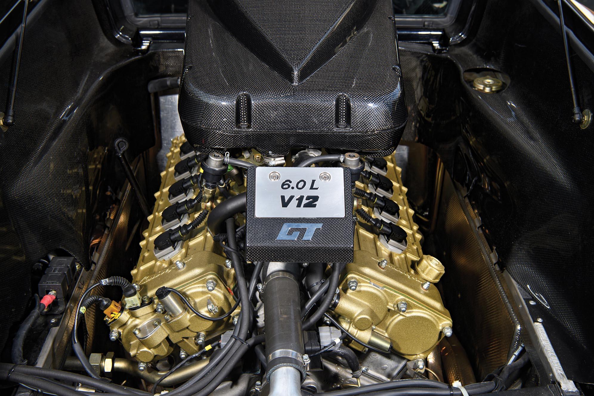 Szénszálas aktatáska is járt ehhez a csupa karbon Lamborghini Diablo ... 0c71a2776b
