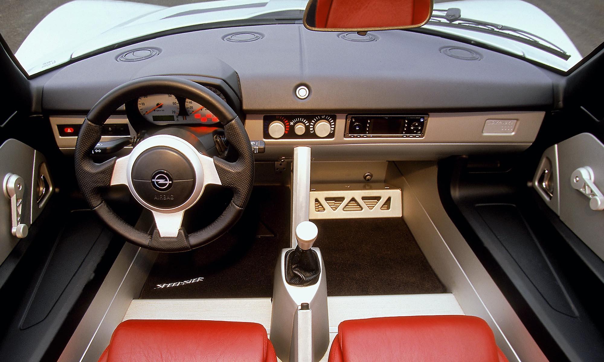 dc22c975ef Player tipp: Az alapmotor 147 lóerős, és már ezzel is jót autózhatsz, de a  kétliteres, 200 lóerős turbóval lép igazán nagyot a Speedster.
