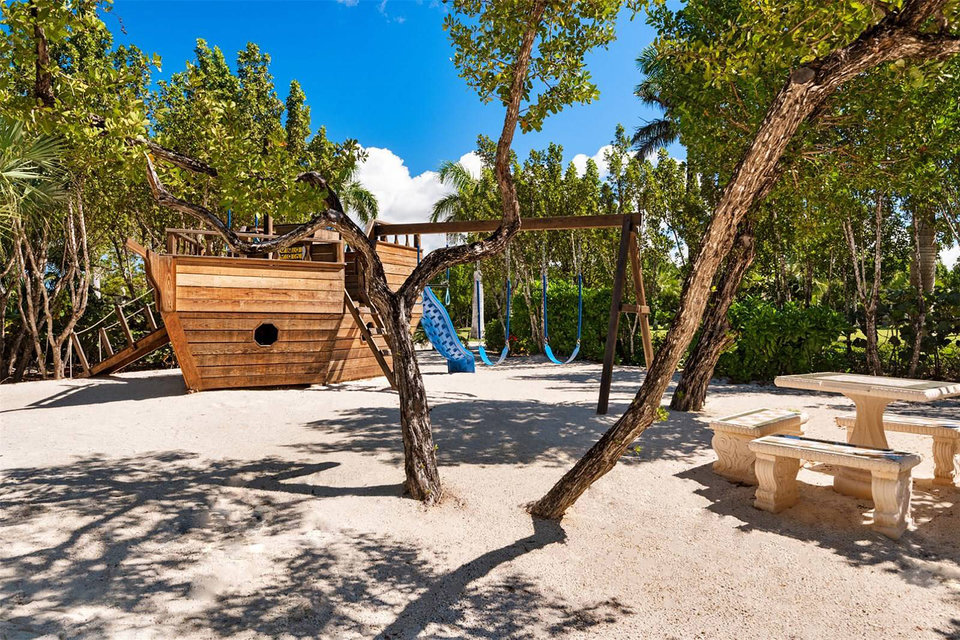 bruce willis, house, home, island, luxury, vip, celebrity, Caribbean Sea, sea, ocean, palace, villa, pirate boat, playground
