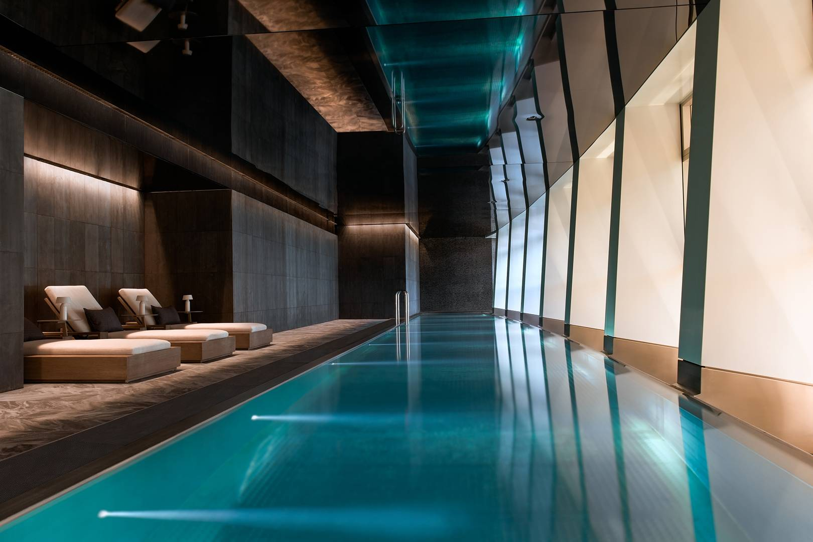 London, center, top pool, luxury, Embassy Gardens, Nine Elms, south London, aparment, Aquatic, arm race, private swimming pool, pool, billionaire, rich, luxurios, vip, lifestlye,