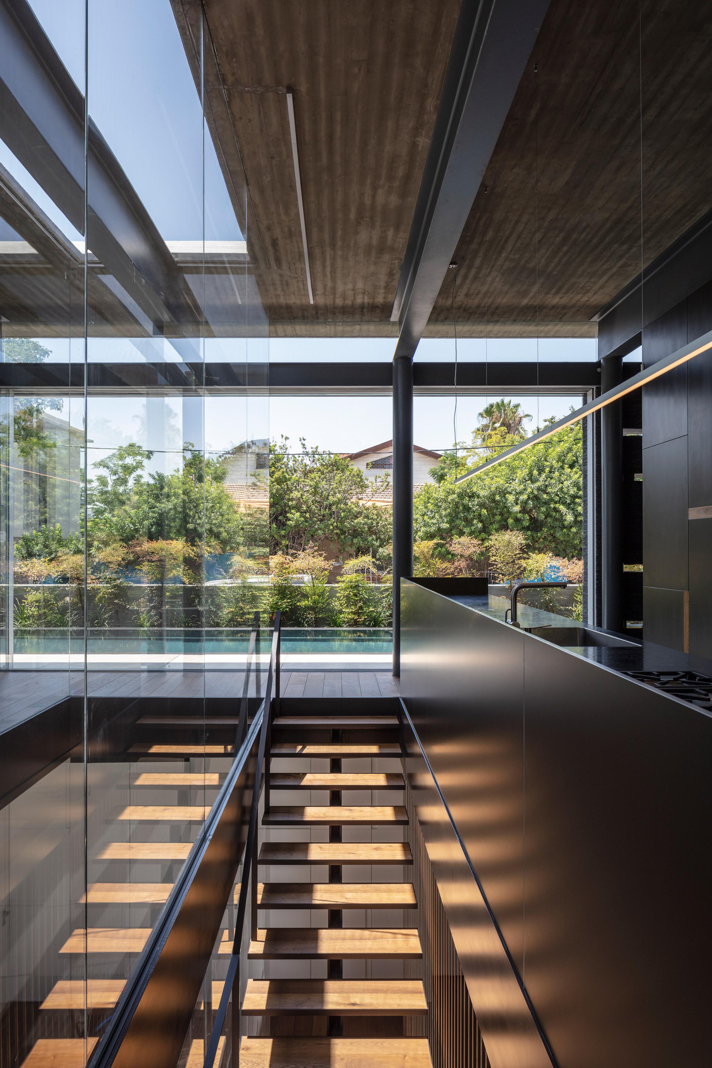 Pavilion House, Pitsou Kedem, Architect, luxury house, top house, luxurious, vip, billionaire, pool, linear swimming pool, lady, girl, sexy, Israel, floor, livingroom, bathroom,