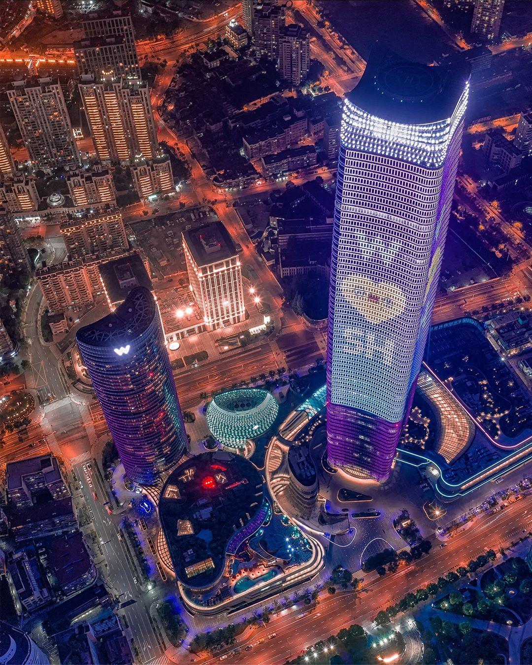 Shanghai 上海 Photo by Aaron Shao