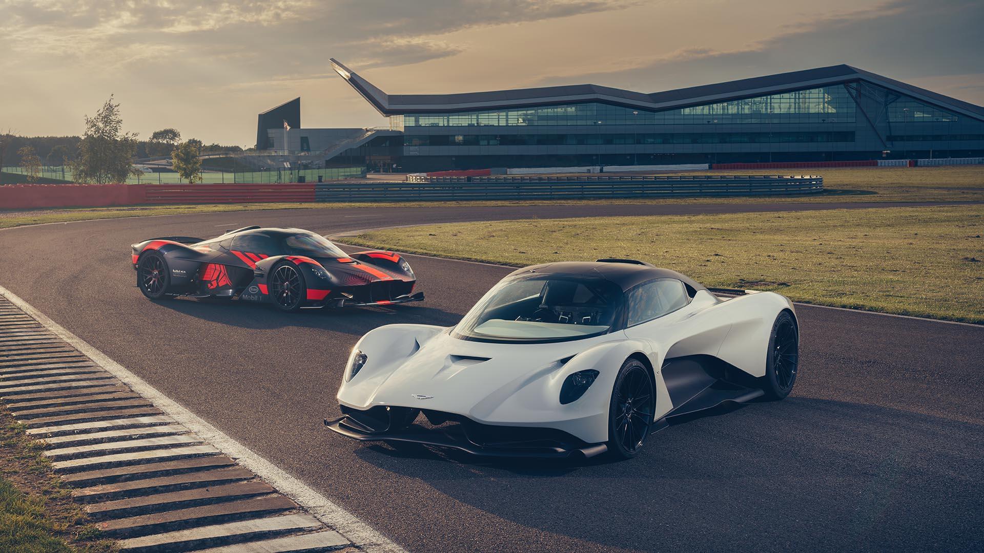 Mozgásban is lenyűgöző James Bond új Aston Martinja