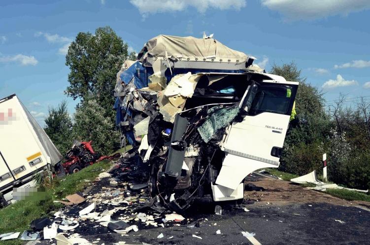 Videóra vették a Kecskemét-közeli frontális kamionbalesetet