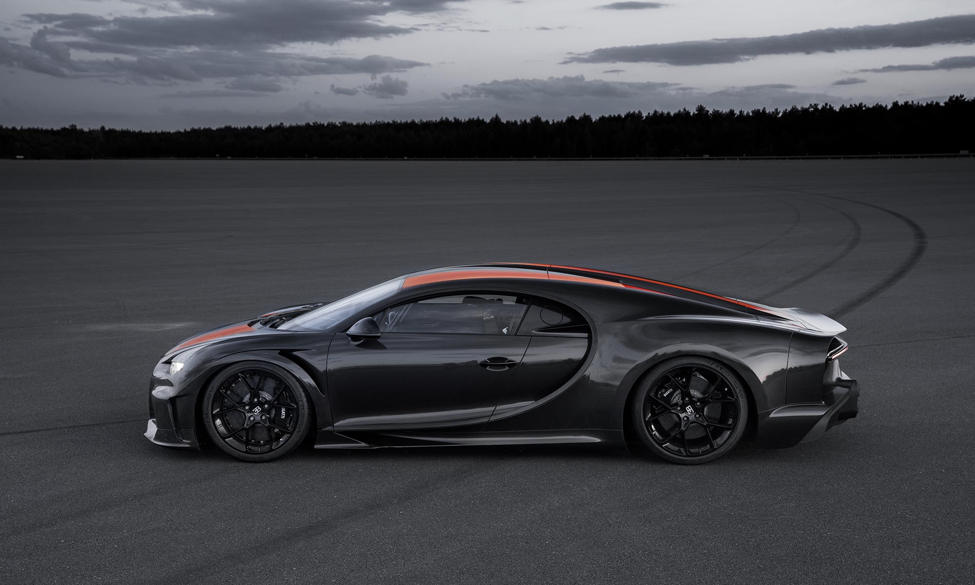 Bugatti, Chiron, Top Gear, 304.77mph, New Speed Record, HyperCar, top speed run, sportcar, luxury car, luxury, top speed, Ehra-Lessien, speed king, Andy Wallace, Germany's Technical Inspection Association, Chiron Sport, Dallara, Michelin, W16 machine, quad-turbo 8.0-liter engine, 1,578 horsepower, seven-speed dual-clutch automatic transmission, Chiron Super Sport,