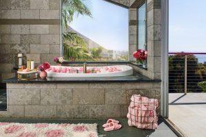 Mutatunk egy malibui luxusvillát, ahol a rózsaszíntől kiég a retinád