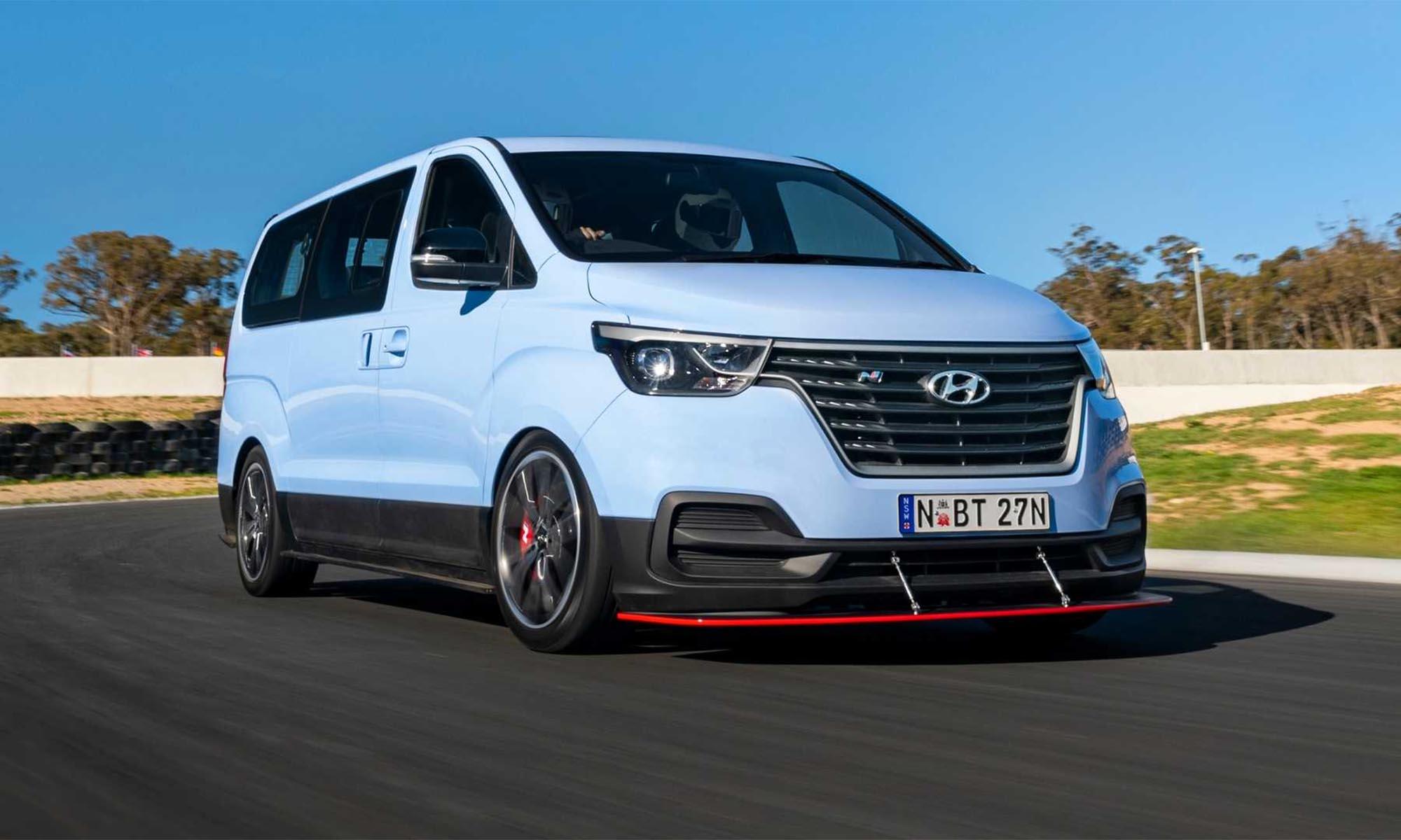 A Hyundainál építettek egy minibuszt, amivel driftelni is lehet
