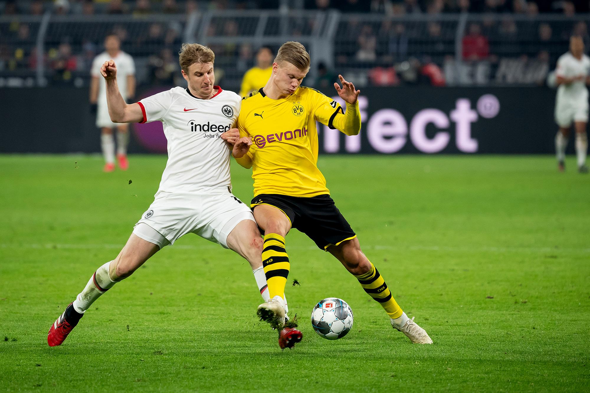 Szigorú szabályokkal indulhat újra a Bundesliga: nincs ...